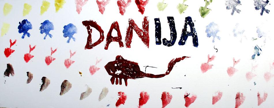 Fensterbild mit Name und Symbolen von Danija (6)
